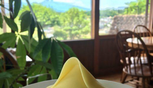 優美な富士を独り占めして富士山モンブランと名物!黒カレー